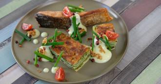 Gebratenes Lachsfilet mit Lasagne Grünkohl