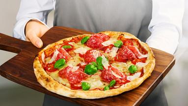 Pizza Perfettissima auf Holzbrett
