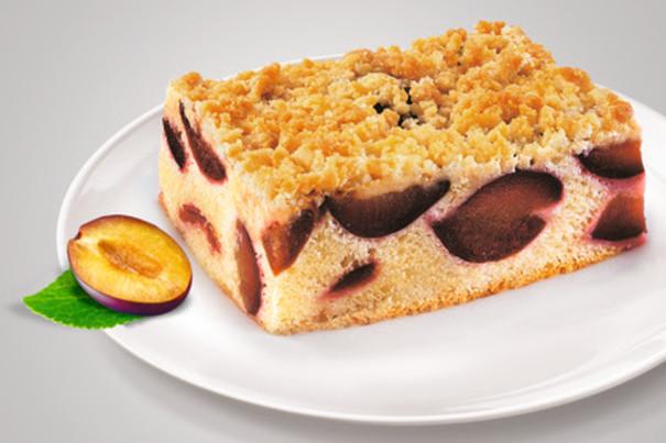 Pflaumen-Streusel-Blechkuchen, geschnitten