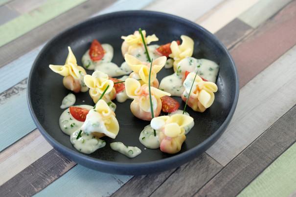 Saccottini Rote Bete mit Sauce Crème fraîche, frischen Cocktailtomaten und Schnittlauch