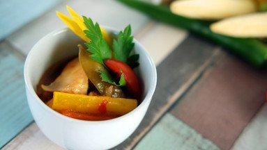 """Hähnchen """"Asia-Style"""" in Chili-Erdnusssauce mit Wokgemüse"""