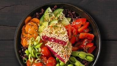 Rote Bete-Feta Knuspermedaillon mit Quinoa